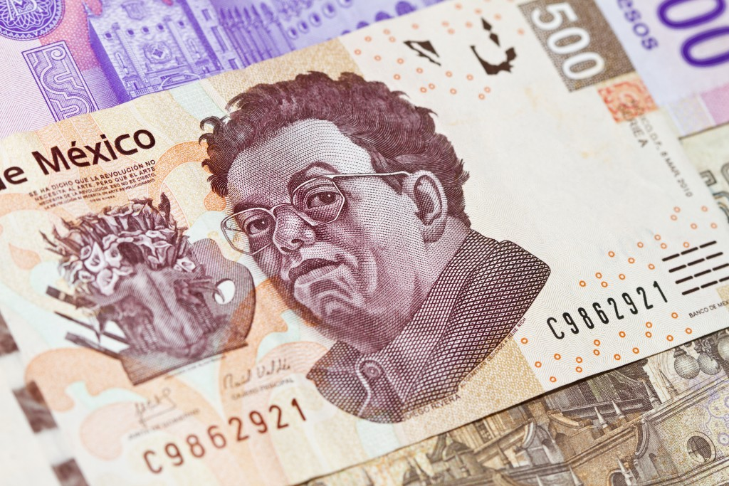 New mexican 500 pesos bill with the image of the famous mexican painter Diego Rivera.